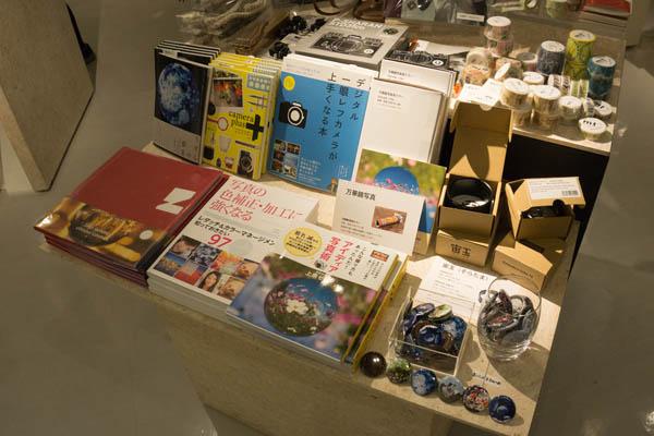 階下の「NADiff du Champ」では書籍や万華鏡ミラーの販売もしていただきました。